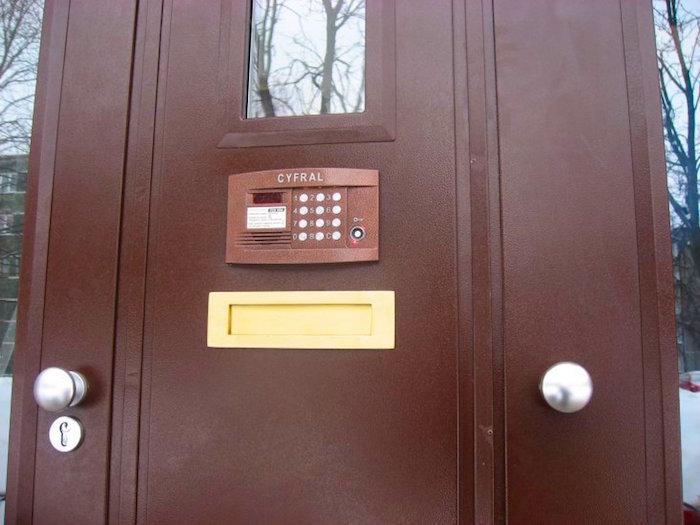Kapņu telpu durvis ar domofonu